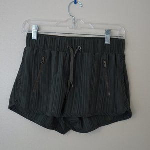City shorts with front zip